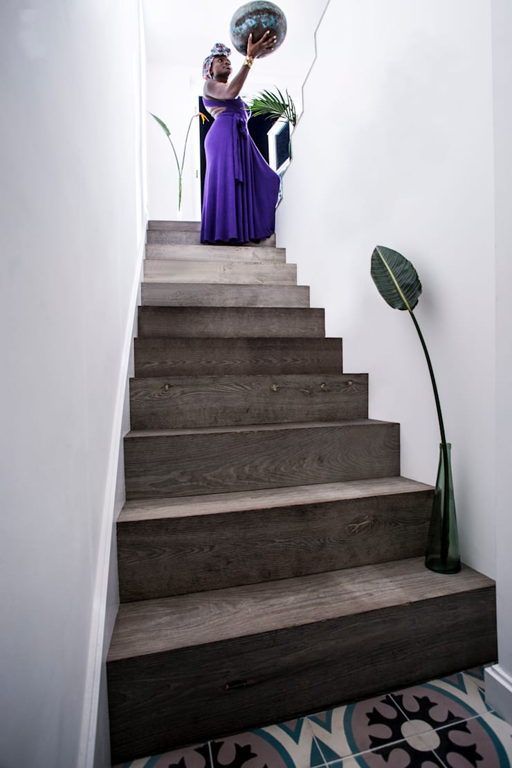 Peponi House :  Corridor & hallway by STUDIO [D] TALE