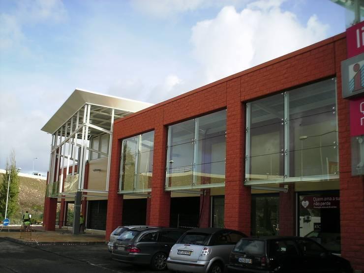 Sintra Retail Park: Espaços comerciais  por Autovidreira,Clássico