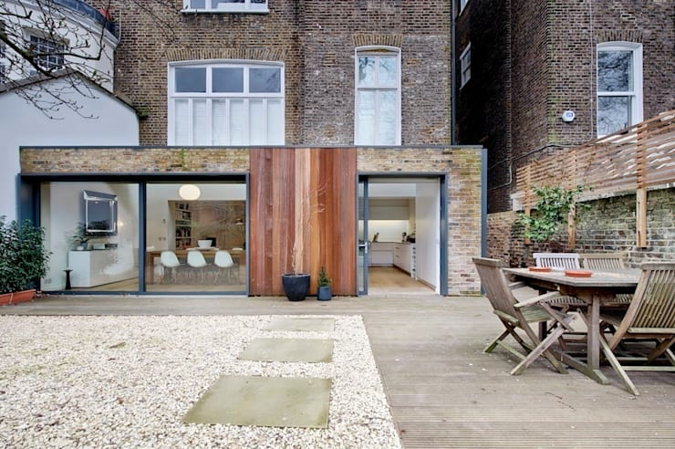 Garden view:  Houses by Belsize Architects