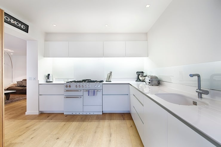 Kitchen:  Kitchen by Belsize Architects