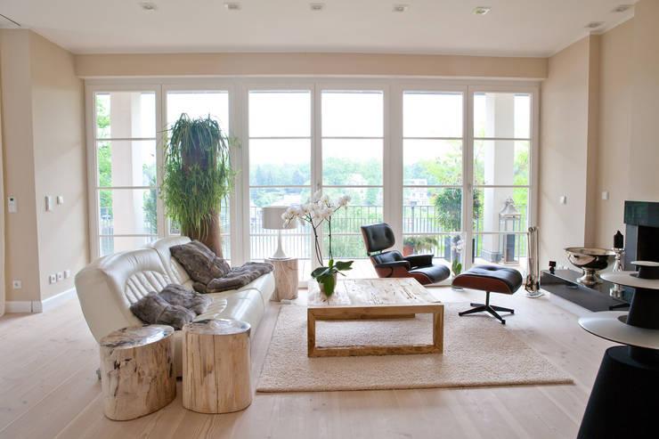 Innenarchitektur Privathaus:  Wohnzimmer von AAB Die Raumkultur GmbH & Co. KG