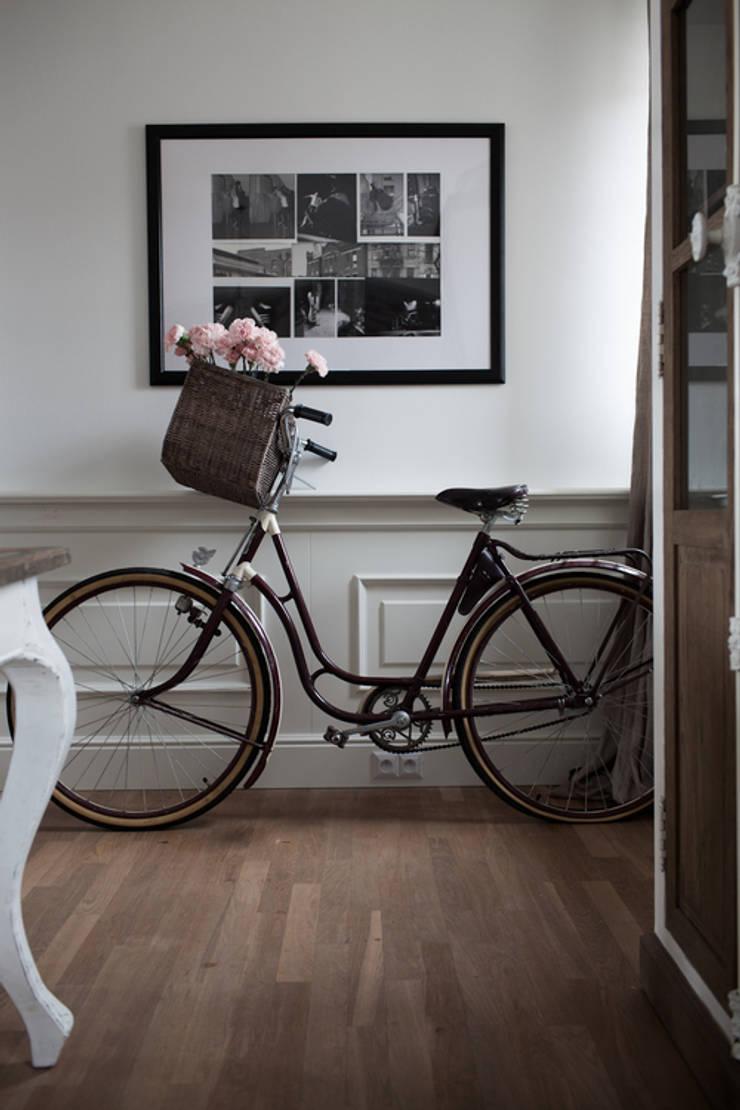 Apartament na Kabatach: styl , w kategorii Korytarz, przedpokój zaprojektowany przez Studio Inaczej