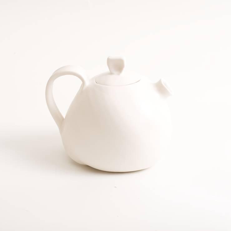 Handmade organic teapot:  Dining room by Linda Bloomfield