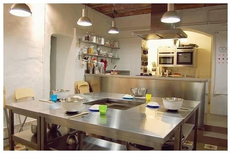 Antracita: Cocinas de estilo  de Cardellach Interior & Events