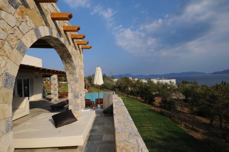 Terrazas de estilo  por CARLO CHIAPPANI  interior designer
