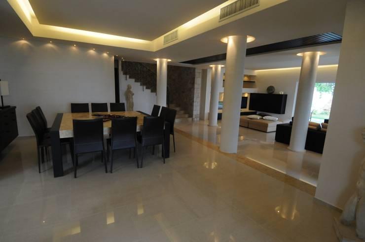 Comedores de estilo mediterraneo por CARLO CHIAPPANI  interior designer