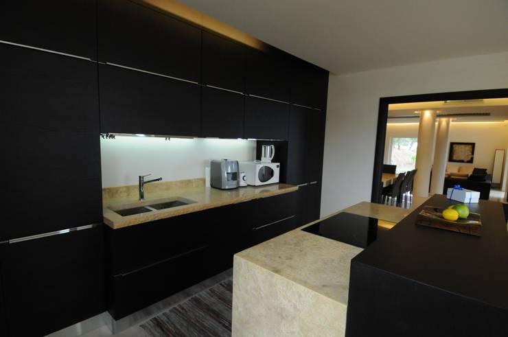Dettaglio della cucina: Cucina in stile  di CARLO CHIAPPANI  interior designer