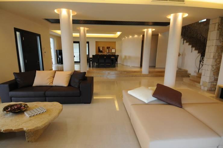 Salas de estilo mediterraneo por CARLO CHIAPPANI  interior designer