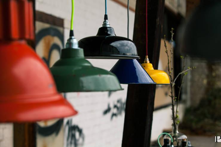 JØLG: industriale Wohnzimmer von JØLG Industrielampen