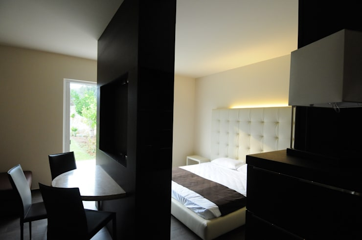 Recámaras de estilo mediterraneo por CARLO CHIAPPANI  interior designer
