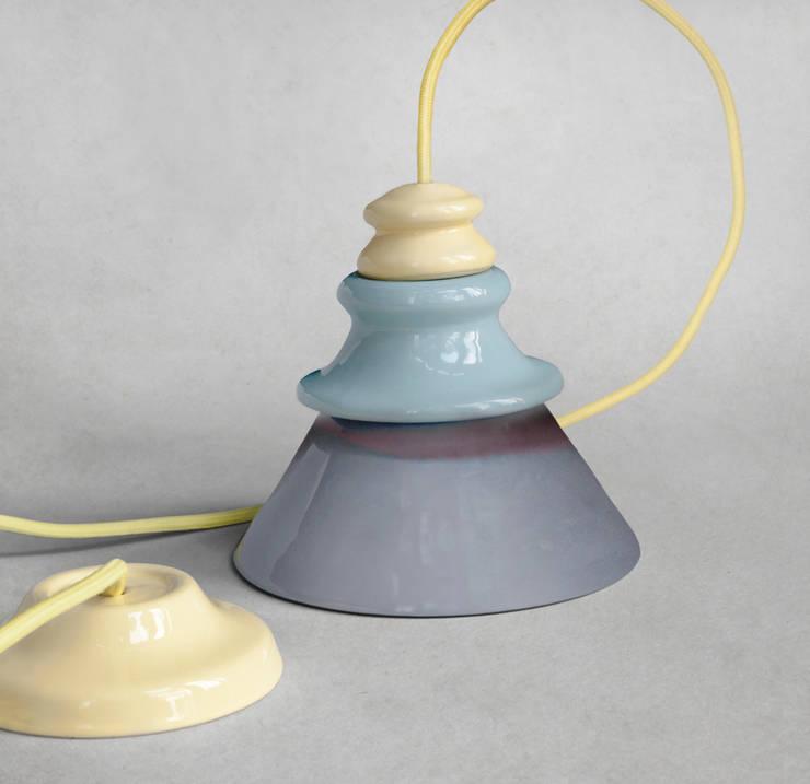 PADO: styl , w kategorii Domowe biuro i gabinet zaprojektowany przez Grześkiewicz Design Studio Oświetlenie