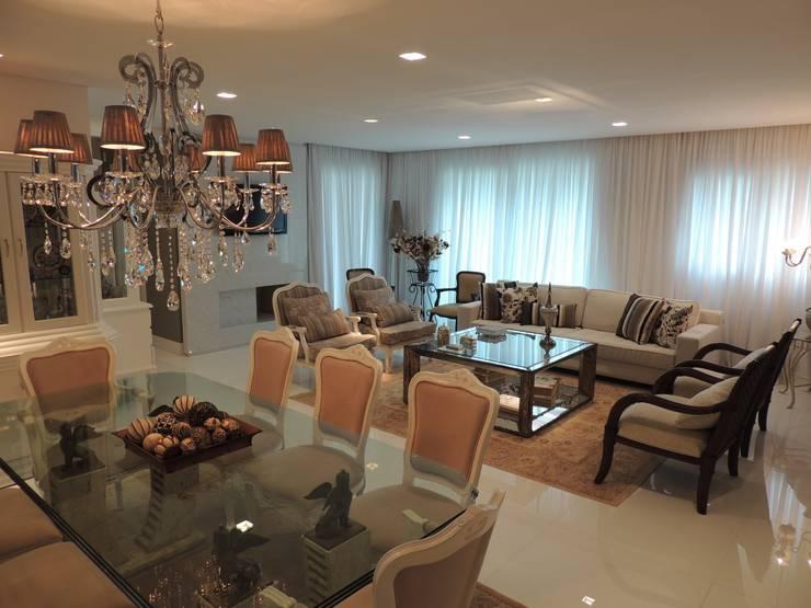 Apartamento LB: Salas de jantar  por Roesler e Kredens Arquitetura,
