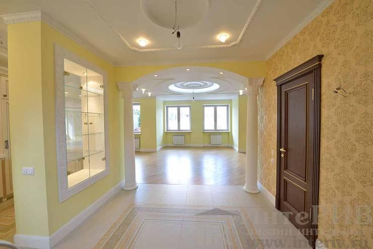 Дизайн-проект интерьера холла (1 этаж).: Коридор и прихожая в . Автор – ИнтеРИВ