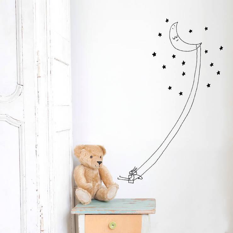 Vinilo decorativo Columpio luna: Habitaciones infantiles de estilo  de Chispum