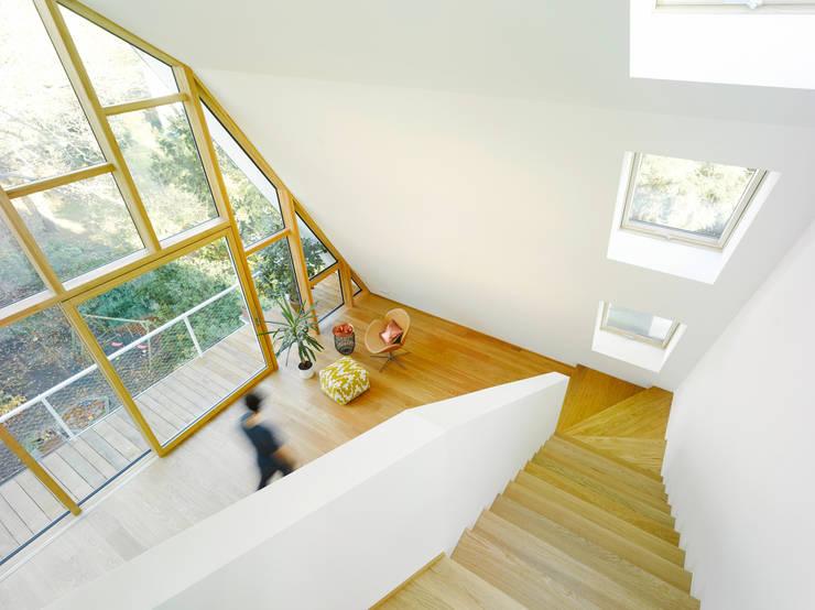 Escritórios e Espaços de trabalho  por rundzwei Architekten