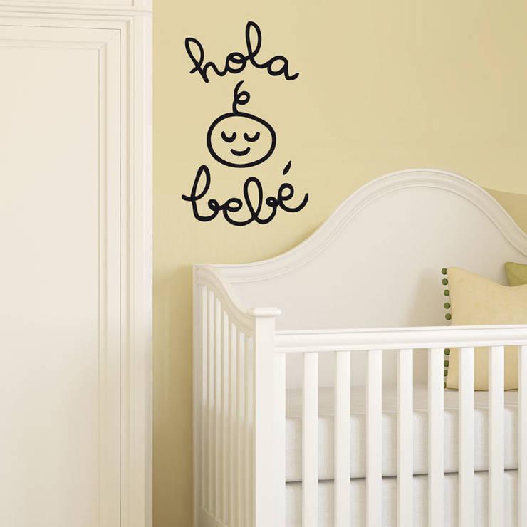 Vinilo decorativo Hola bebé: Habitaciones infantiles de estilo  de Chispum