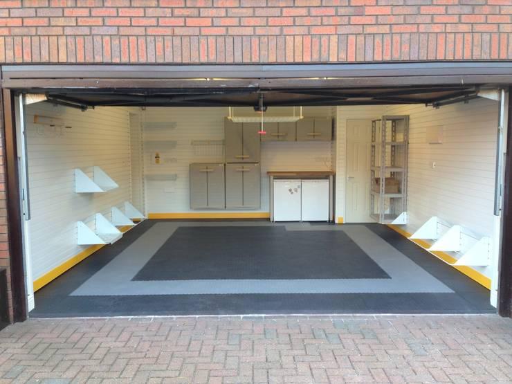 Sleek, smart and with plenty of storage - a garage makeover in Cookham Dean:   by Garageflex