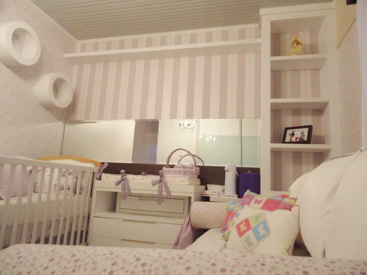 Arquitetura de interiores - Dormitório de bebê menina: Quarto infantil  por Ésse Arquitetura e Interiores,Clássico