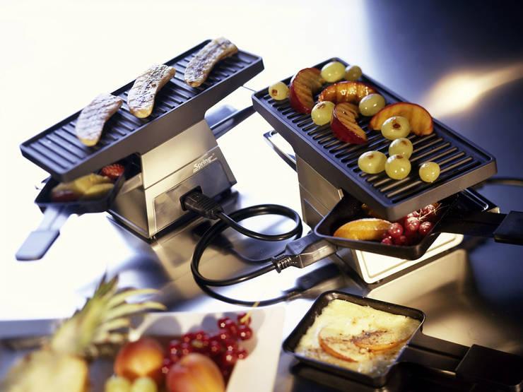Spring 2+: moderne Küche von StauffacherBenz