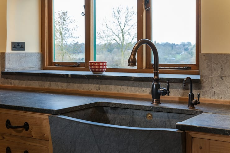 Bespoke sink:  Kitchen by PAN|brasilia UK Ltd