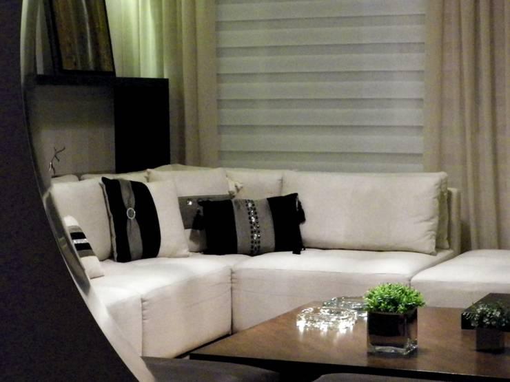 Apartamento RD: Salas de estar  por Roesler e Kredens Arquitetura,Moderno