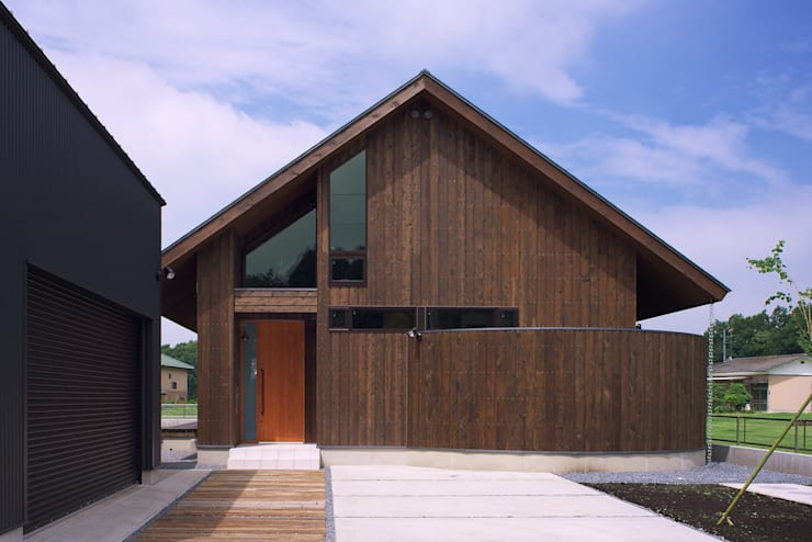 高気密高断熱の大屋根の家: STUDIO POHが手掛けた家です。