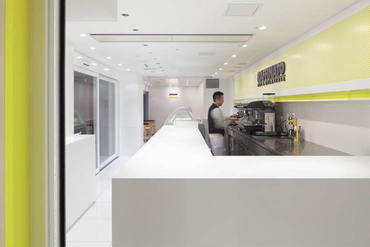BAR&GELATERIA RAFFINATO (Nakanoshima): Cong Design Office, Co.,Ltd.( コングデザインオフィス)が手掛けたバー & クラブです。