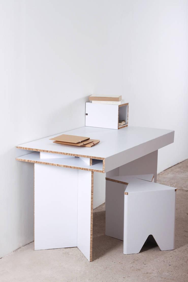 http://www.cardboard.es/es/home/11-mesa-de-carton-de-estudio-munerix.html: Oficinas y tiendas de estilo  de CARDBOARD FURNITURE AND PROJECTS