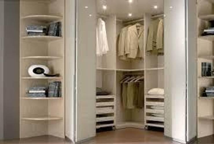 cabina armadio ad angolo: Camera da letto in stile  di studio design d'interni Frigerio Lisa