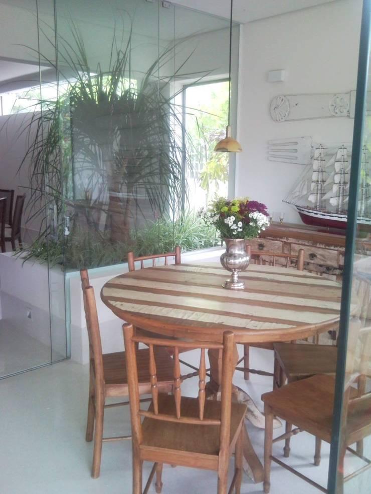 CASA EM SÃO PAULO: Jardins de inverno  por Kika Prata Arquitetura e Interiores.