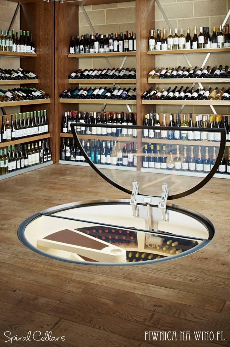 NOWE OKRĄGŁE DRZWI BEZRAMOWE: styl , w kategorii Piwnica win zaprojektowany przez PIWNICA na WINO