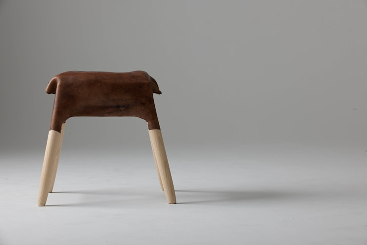 Leather Stool:  Living room by Tortie Hoare