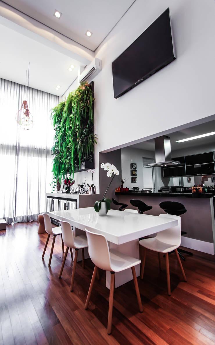 Apartamento Campo Belo: Salas de jantar  por SP Estudio