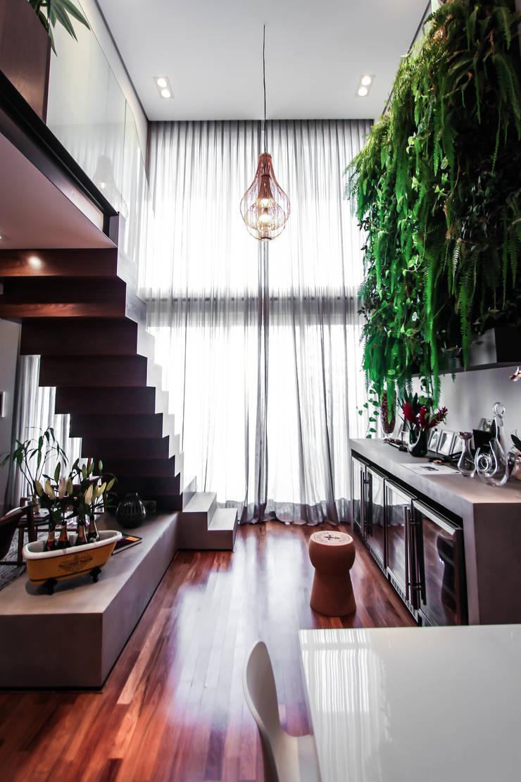 Apartamento Campo Belo: Adegas  por SP Estudio