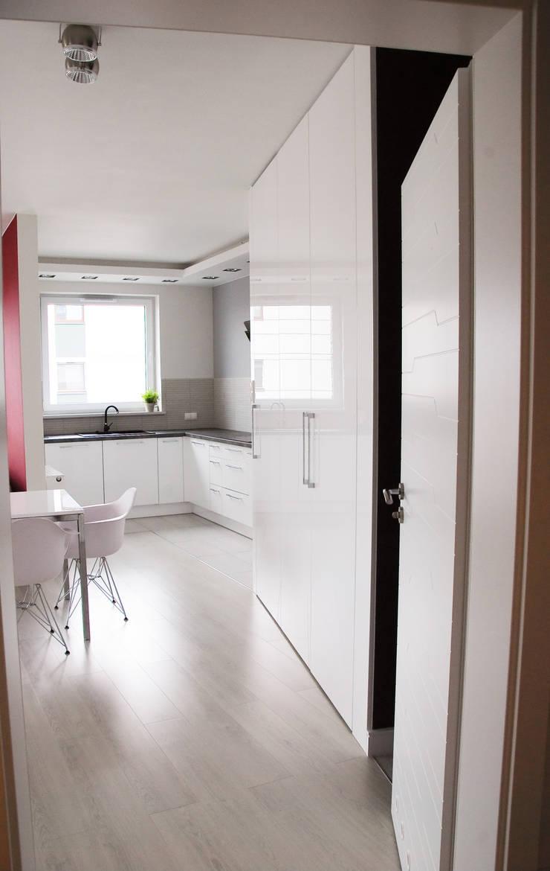 APARTAMENT NA SASKIEJ KĘPIE: styl , w kategorii Salon zaprojektowany przez YNOX Architektura Wnętrz