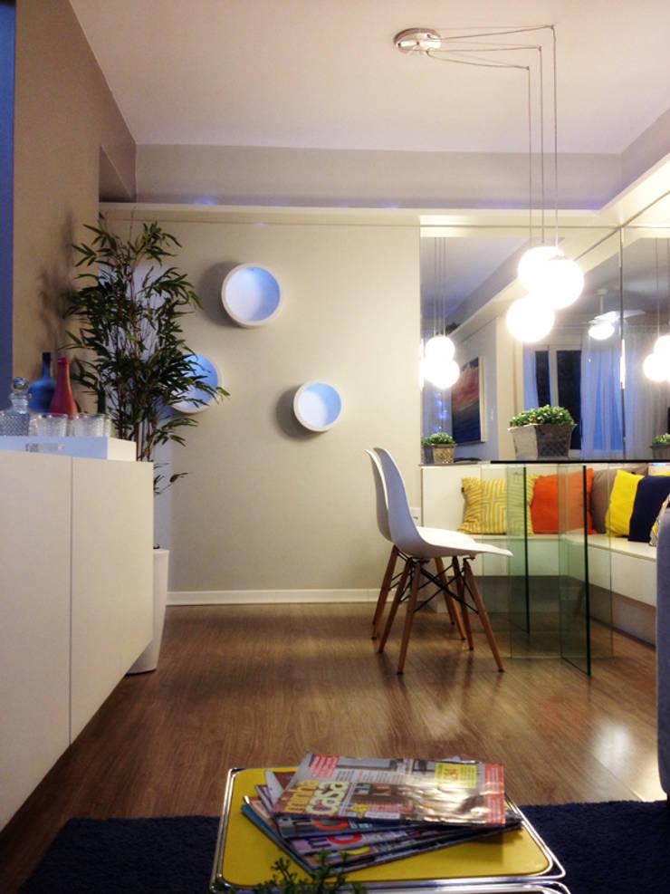 PROJETO SALA APARTAMENTO MB – Tristeza/ Porto Alegre: Salas de jantar  por Ambientta Arquitetura
