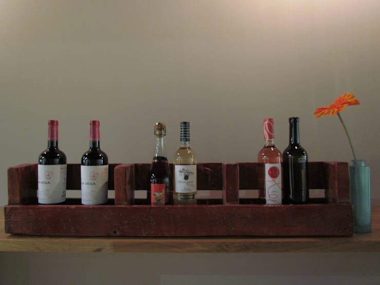 Botellero rojizo: Comedor de estilo  de Mueblets