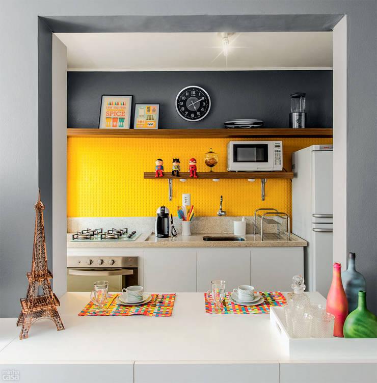 PROJETO COZINHA APARTAMENTO MB – Tristeza/ Porto Alegre: Cozinhas  por Ambientta Arquitetura