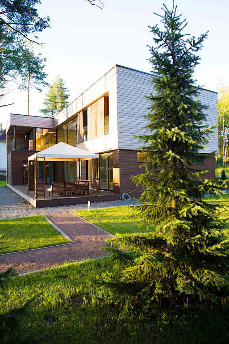 Дом в загородном поселке «Охтинский парк»: Дома в . Автор – ALEXANDER ZHIDKOV ARCHITECT