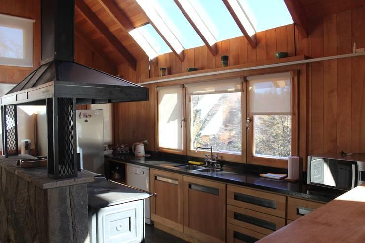 Cocinas de estilo  por Aguirre Arquitectura Patagonica