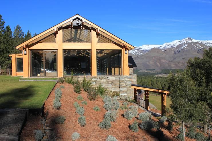 Casa Chapelco Golf and Resort – Patagonia Argentina: Spa de estilo moderno por Aguirre Arquitectura Patagonica