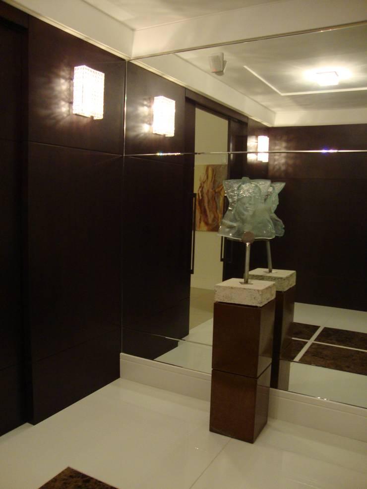 Hall de entrada Corredores, halls e escadas modernos por Geraldo Brognoli Ludwich Arquitetura Moderno