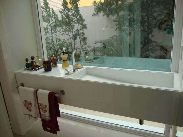 Lavabo Banheiros modernos por Geraldo Brognoli Ludwich Arquitetura Moderno