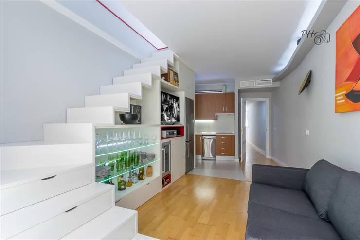 Salon con cocina abierta: Salones de estilo  de Hansen Properties