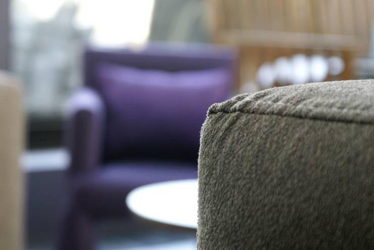 Sofa chaise: Salas de estilo  por Jacobs Interiorismo