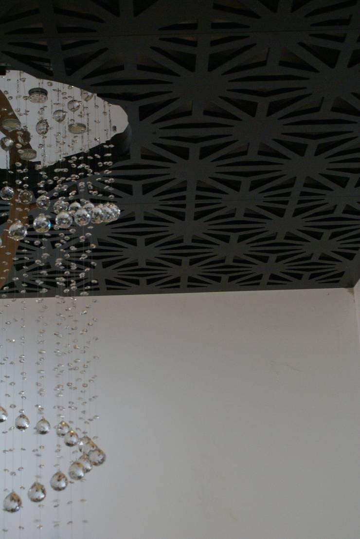 Luber: Pasillos y recibidores de estilo  por Jacobs Interiorismo
