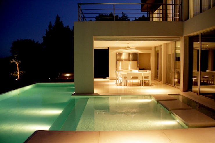 Piscina nocturnas: Piletas de estilo  por PARQUEARTE  Piscinas como iconos de diseño.