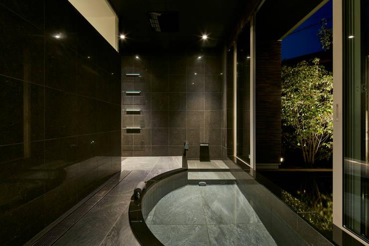 浴室: Mアーキテクツ|高級邸宅 豪邸 注文住宅 別荘建築 LUXURY HOUSES | M-architectsが手掛けた浴室です。