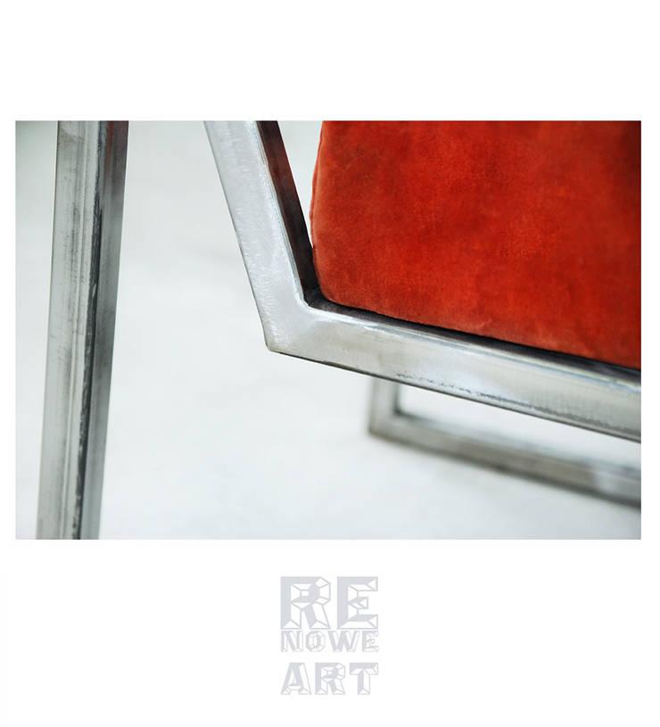 Stalowy fotel z welurowym siedziskiem : styl , w kategorii  zaprojektowany przez ReNowe Art,Rustykalny