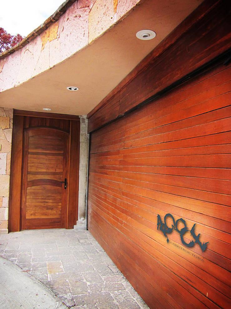 Casa Ala: Ventanas de estilo  por CONSTRUCTORA ARQOCE